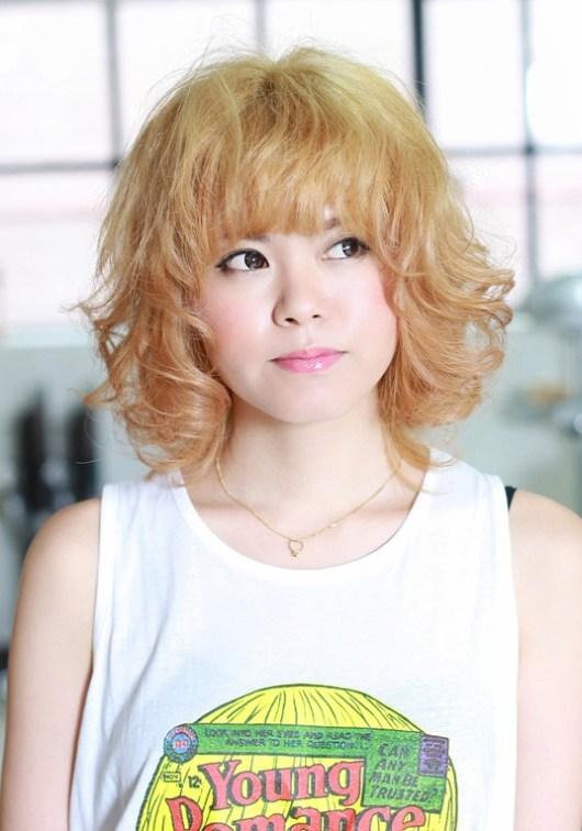 Lovely Short Golden Brown Hairstyle for Girls