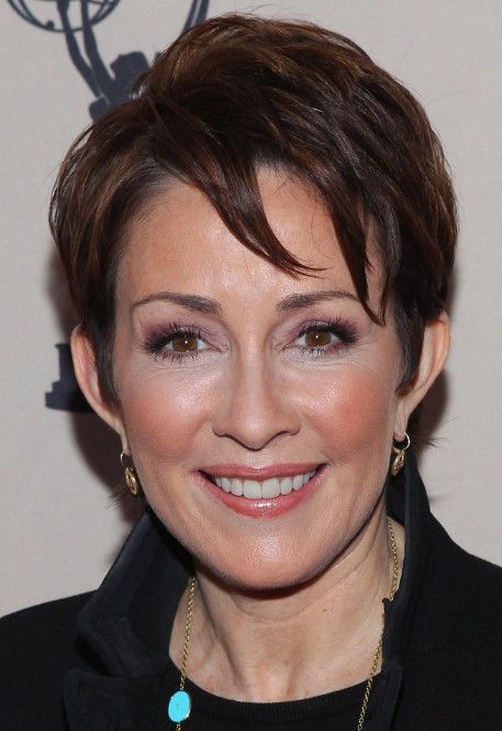 Patricia Heaton Layered Short Hairstyle for Women Over 50