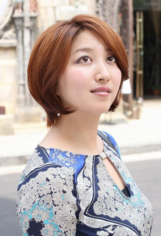 Best Short Auburn Haircut for Women - Layered Bob Cut for Busy Ladies