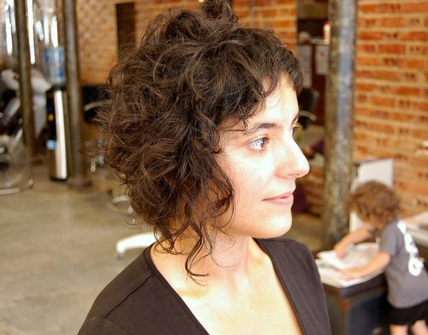 Trendy Short Curly Hairstyle for Women