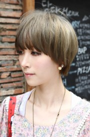 beautiful bowl-cut with retro fringe