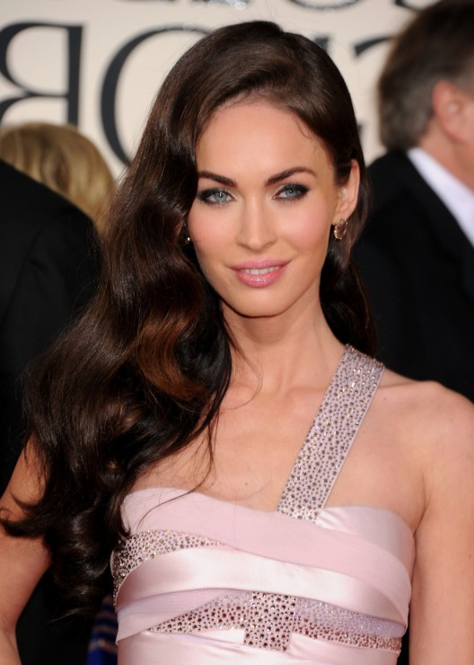 Sexy side parted long wavy hairstyle for women - Megan Fox Hairstyles