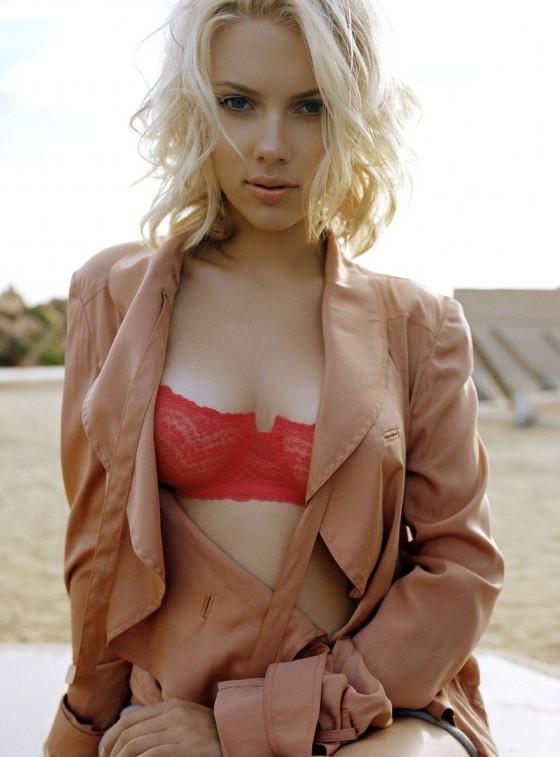 Hot Scarlett Johansson: sexy short blonde bob hairstyle for women