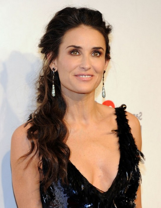 Quick  Easy Soft Loose Everyday Curls  Demi Moore Hair Style  Hairstyles Weekly