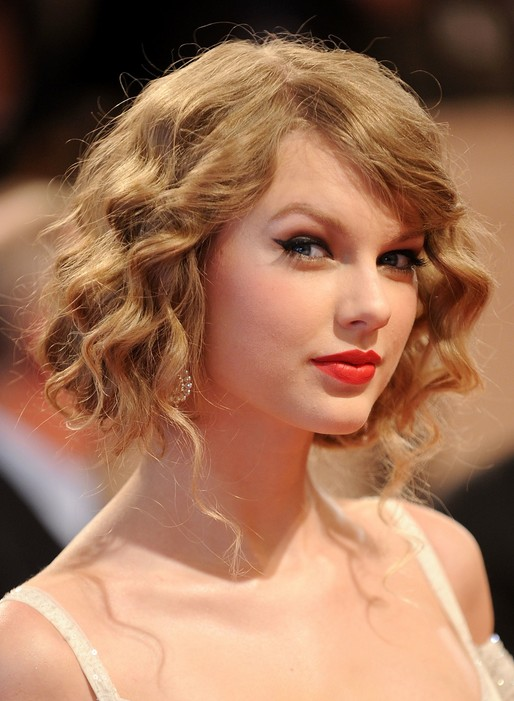 Taylor Swift Faux Bob - Chic Blonde Short Curly Bob Hairstyle with Bangs