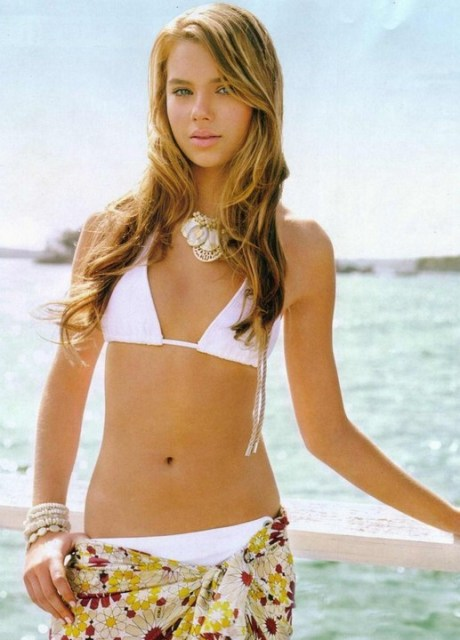 Indiana Evans Beachy Wave Hairstyle