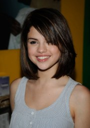 selena gomez latest straight bob