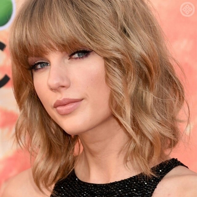 Celebrity Messy Bob Hairstyle with blunt bangs