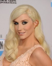 kesha long blonde hairstyle