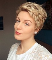 hottest short wavy curly pixie