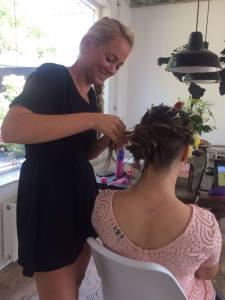 9e38b02e 875b 428c 8fdd f675f9bac03b 225x300 - Moeder en dochter hairstyling