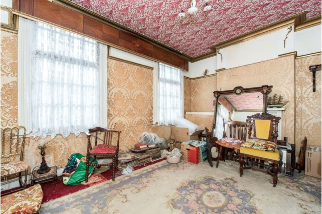 1aa51187 3701 47f8 b935 628153dc047b - £800k four-bed in London looks like normal terrace... but has incredible private pub hidden inside