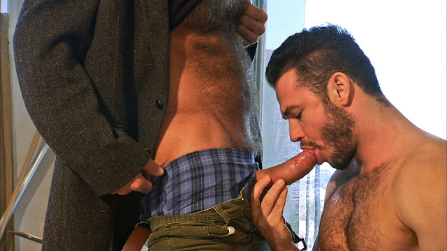 porn_addicted_bear_Jessy_Ares_and_Allen_Silver_01.jpg