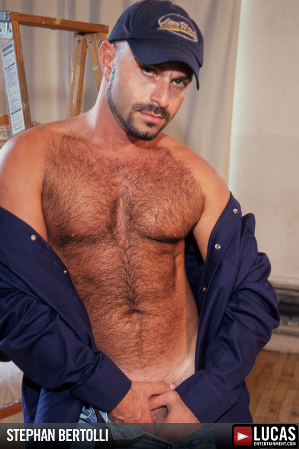 sexy macho man stephan bertolli gets nude at lucas entertainment