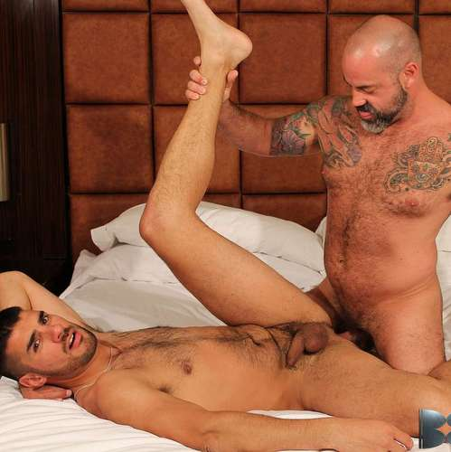 bareback slut nick andrews taken hard by inked daddy scotty rage
