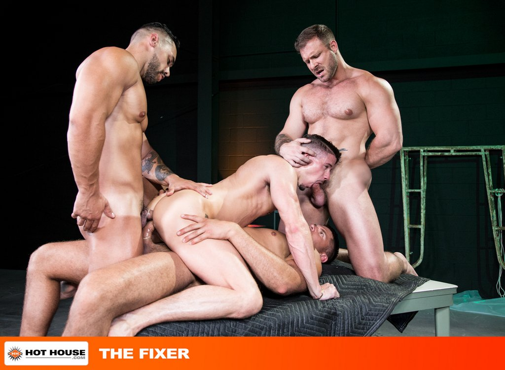 Four Muscle Hunks Fuck Hard with Double Penetration 03