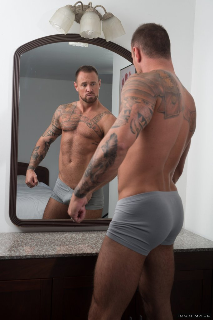 Sexy Daddy Michael Roman Gets Naked 09