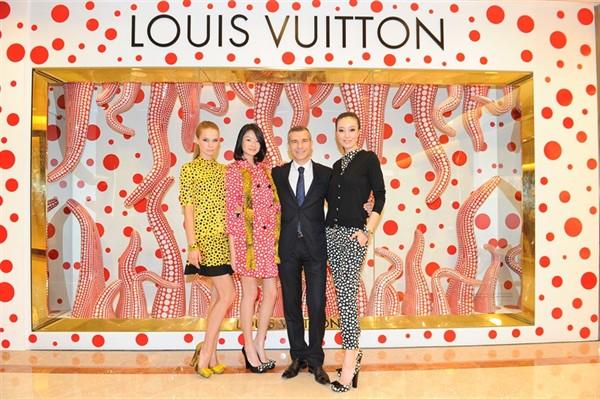 louis-vuitton-goes-dotty-with-yayoi-kusama-singapore-concept-store_1