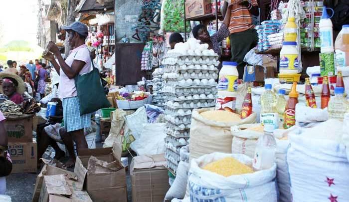 Produits dominicains en vente au marché de Pétion ville. Photo Jude