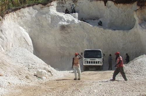 Vu dune carrière de sable en Haiti. Photo HPN