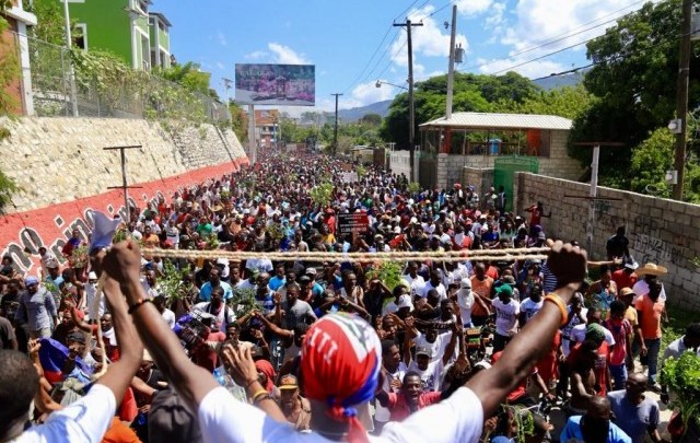 des dizaines de milliers dHaïtiens manifestent contre la corruption et pour la démission de Jovenel Moïse