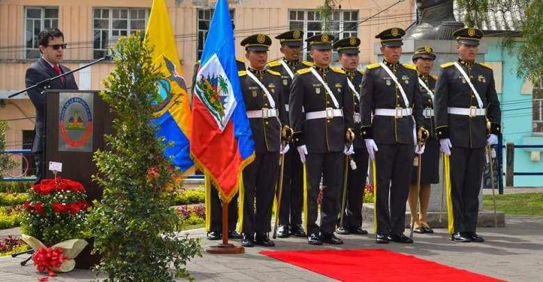 Des représentants du corps diplomatique ainsi que des soldats Équatoriens lors de la commémoration du 215e anniversaire de la bataille de Vertières