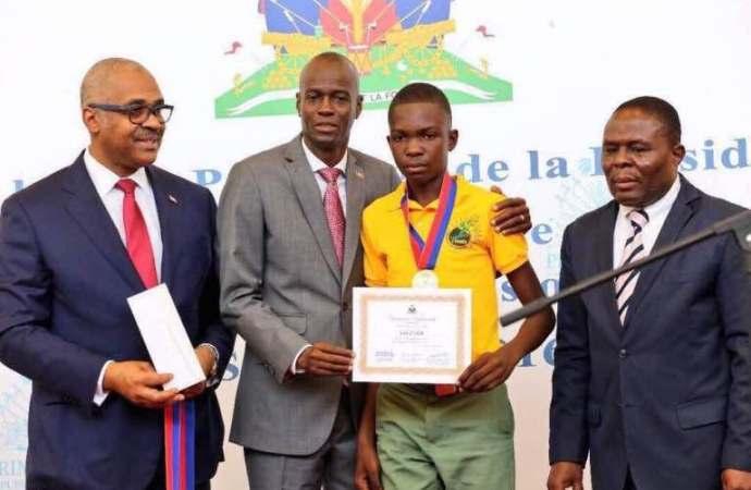 Haïti-Education: Le président de la république Jovenel Moïse recompense les lauréats des examens officiels