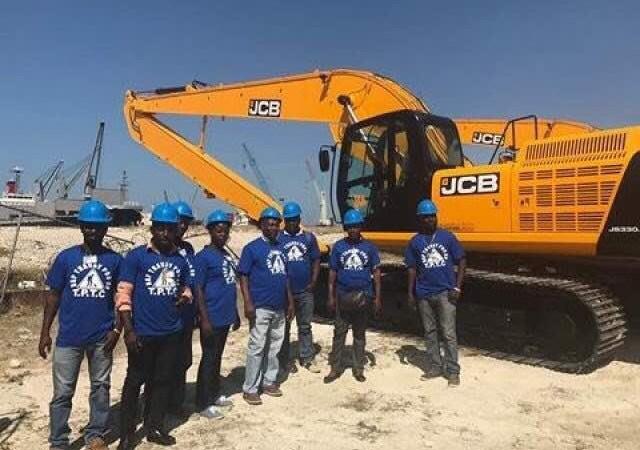 MTPTC: commande de 123 millions de dollars d'engins lourds, 3 excavatrices sont arrivées