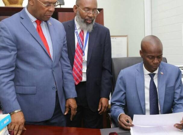 Le Président de la République Jovenel Moïse a fait sa Déclaration Définitive d'Impôt sur le revenu à la Direction Générale des Impôts.