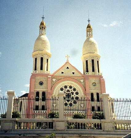 L'église catholique condamne ce qui s'est passé aux funérailles du père Joseph Simoly