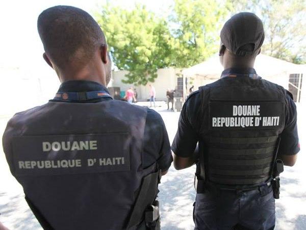 Haïti-Économie: lutte musclée de l'AGD contre la contrebande