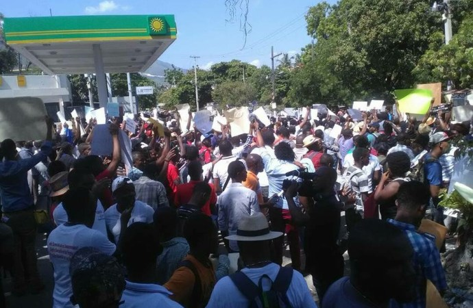 Sit-in Petrochallenge: Des politiciens pourchassés
