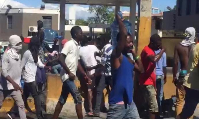 Scène de pillages à Delmas