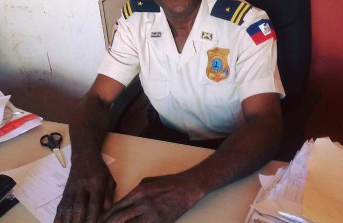 Soupçonné d'être de connivence avec Anel Joseph, un inspecteur de police mis sous enquête