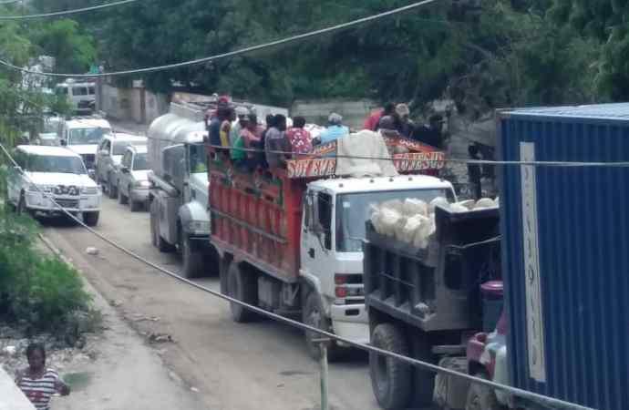 Croix-des-Bouquets: le presumé bandit «Ti papi» arrêté, des habitants de la commune exigent sa libération