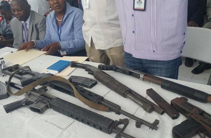 Réalité ou show médiatique: un chef de gang remet 8 armes à feu à la CNDDR
