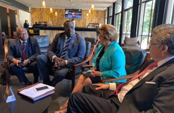 Bocchit Edmond en Colombie pour parler du dialogue national haïtien