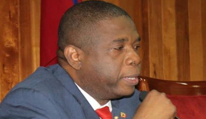 """""""En ce moment de crise, le Sénat veille sur les intérêts du peuple haitien"""", prévient Carl  Murat Cantave"""