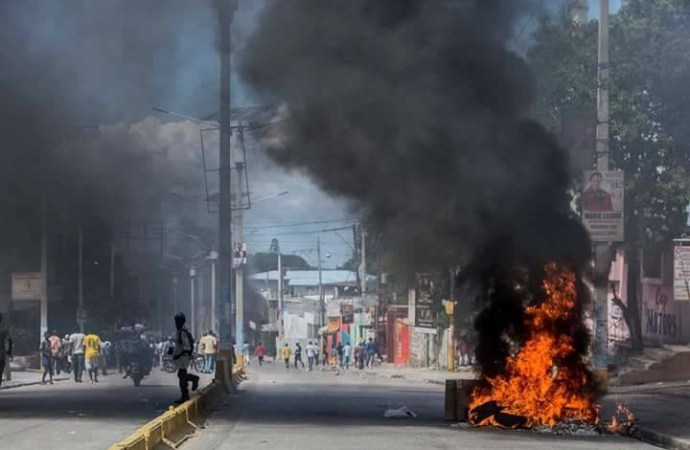 Situation de tension sur la place Saint Pierre à Petion- Ville: La PNH disperse la manifestation
