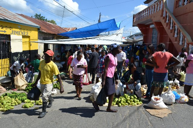 Port-au-Prince: le ravitaillement se fait avant le mauvais temps annoncé