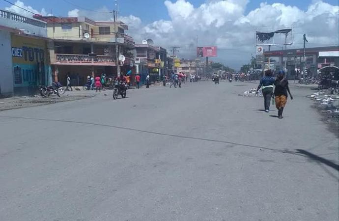 Aux Cayes et aux Gonaïves, l'opposition annonce une trêve pour le ravitaillement