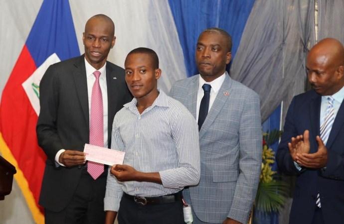 Entrepreneuriat: la Présidence soutient les jeunes entrepreneurs