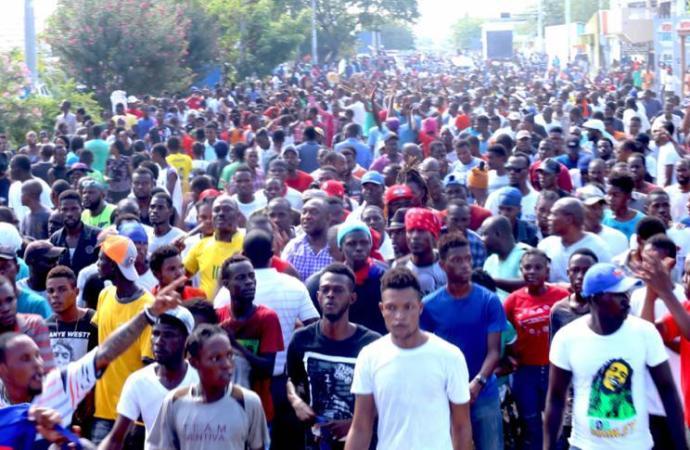 Gonaïves: des milliers de manifestants anti-Jovenel dans les rues