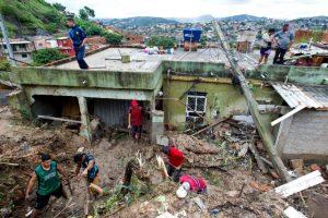 Tempête au Brésil: au moins trente morts, des disparus