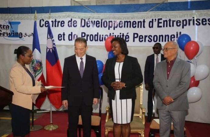 Klere Ayiti lance son projet d'atelier, Martine Moïse s'en félicite