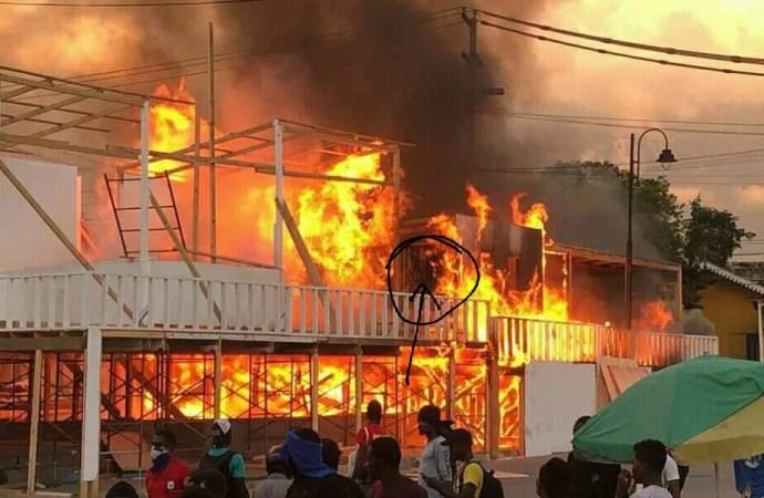Champs-de-mars: des policiers-pyromanes brûlent des stands