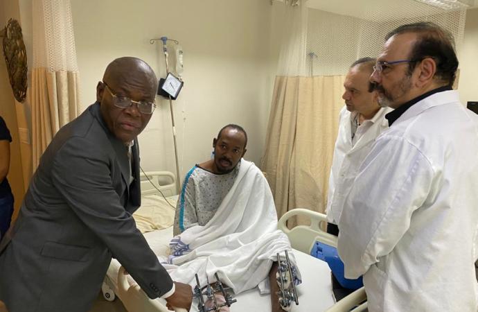 Jouthe Joseph au chevet des policiers hospitalisés à Bernard Mevs