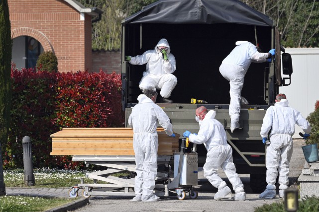 Italie: un record de près de 800morts en 24heures