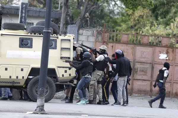 Les cinq policiers révoqués ne sont pas réintégrés, leurs dossiers sont en réévaluation