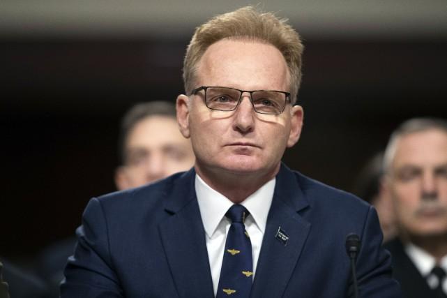 Porte-avions contaminé: le secrétaire à l'US Navy démissionne